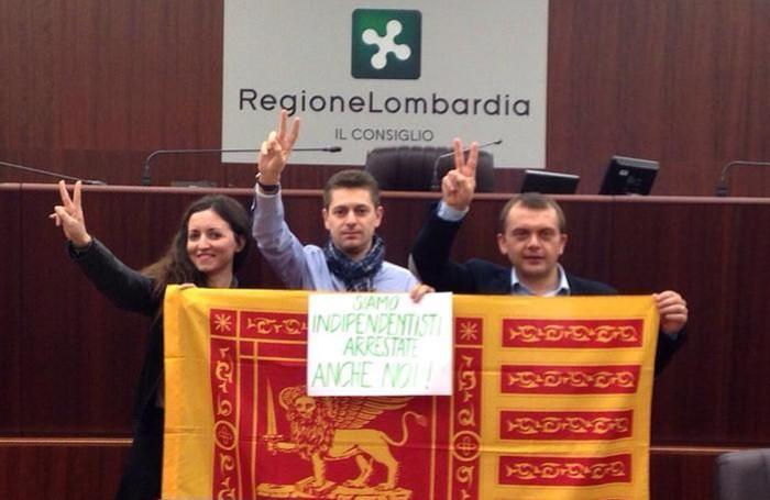 La protesta dei consiglieri regionali leghisti per solidarietà agli indipendentisti veneti arrestati nell'aprile scorso