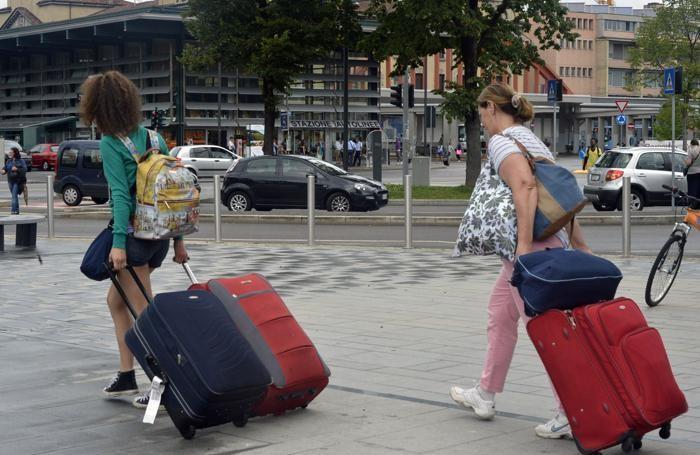 Bergamo - Turisti in stazione