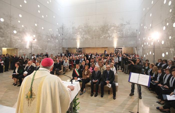 La Messa nella nuova chiesa dell'Ospedale Papa Giovanni XXIII