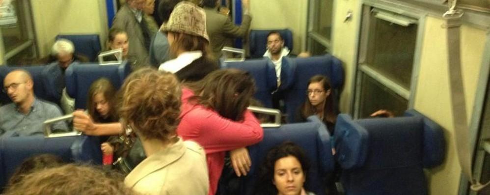 Pendolari, riecco il treno a due piani Era fermo a causa di un guasto tecnico