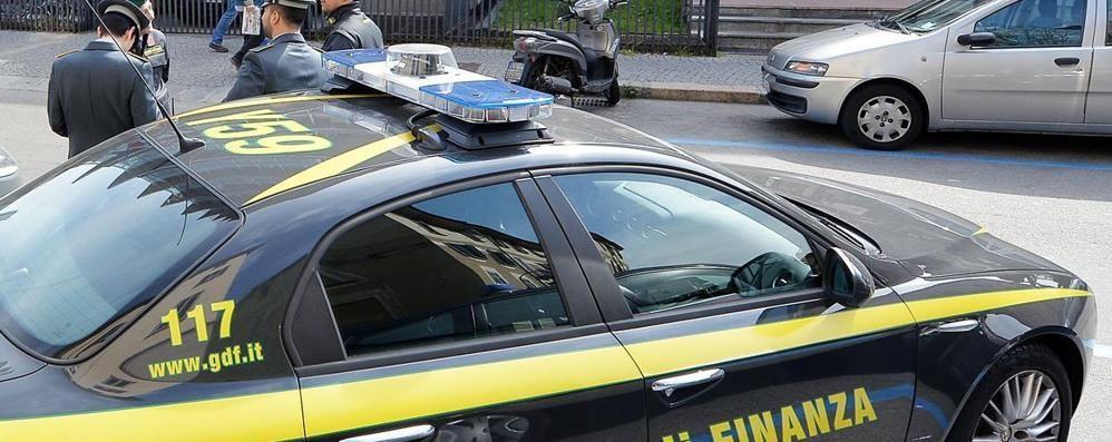 Rapina con l'auto della Finanza C'era anche un militare: 4 in manette