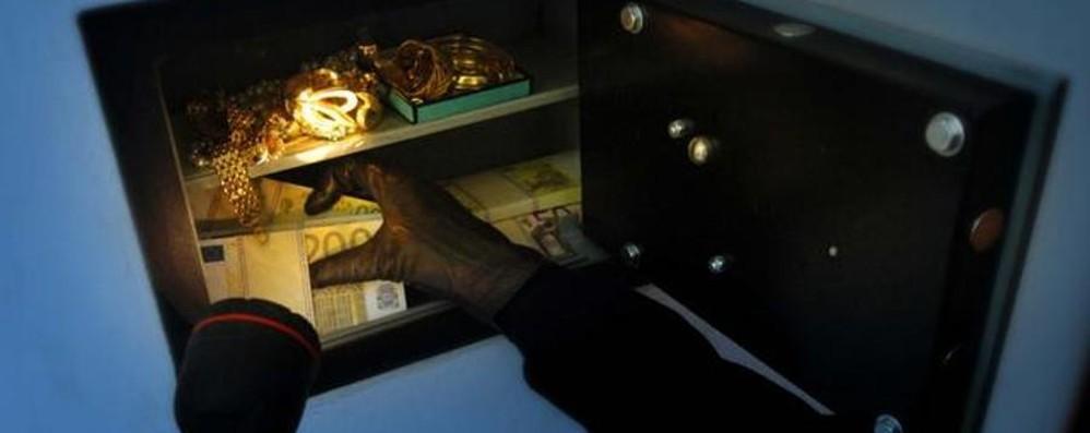 Bottino troppo magro, voleva  anche l'oro Ladro «Banderas» sveglia la proprietaria