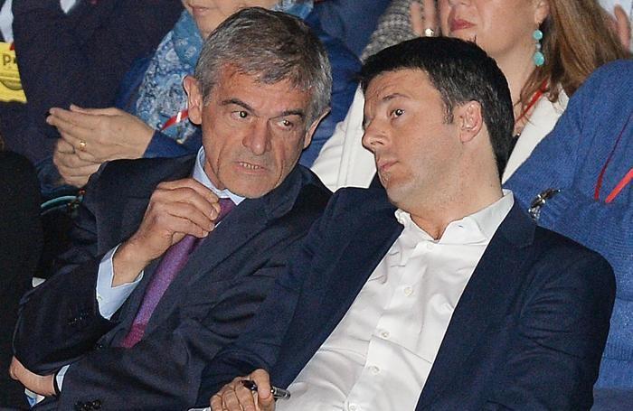 Il presidente del Consiglio Matteo Renzi con Sergio Chiamparino a Torino il 12 Aprile 2014.
