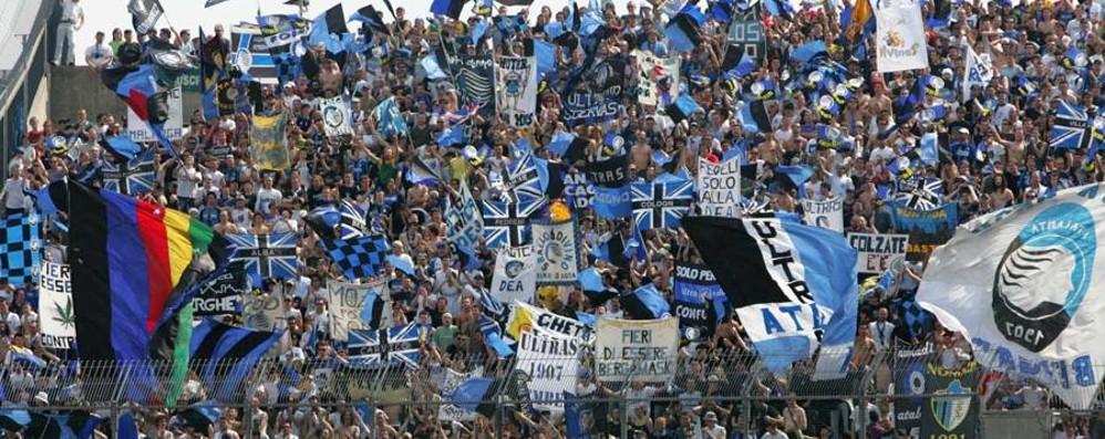 Ultras, raccolta fondi per Genova E un gruppo va in Liguria a spalare