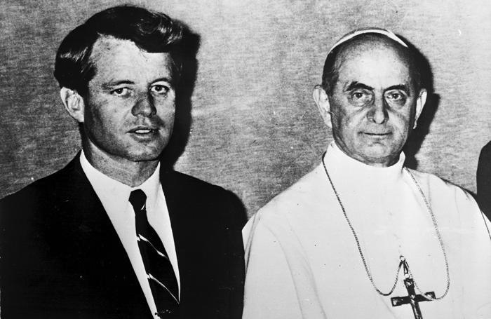 Il senatore Robert F. Kennedy con papa Paolo VI in un'immagine del 4 febbraio 1967
