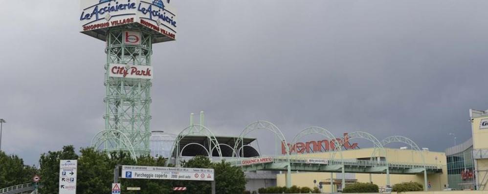 A «Le Acciaierie» di Cortenuova  anche l'ipermercato  verso la chiusura