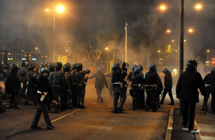 Scontri all'esterno dello stadio di Bergamo