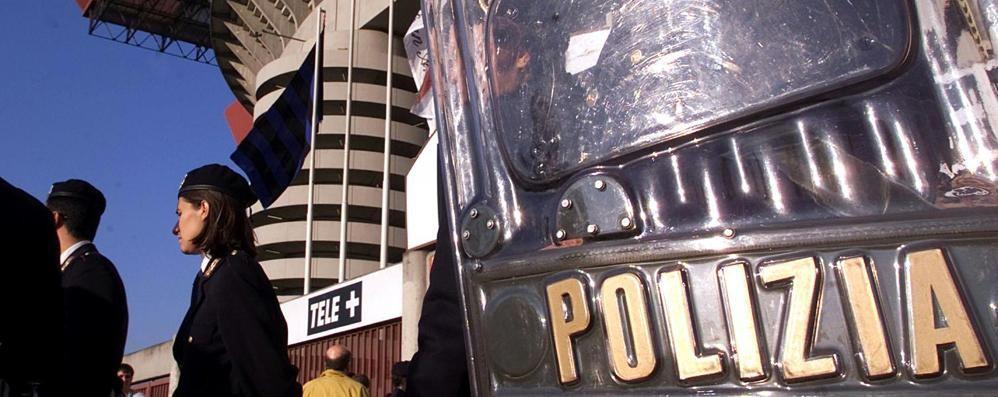 Le società di calcio paghino gli straordinari alla polizia