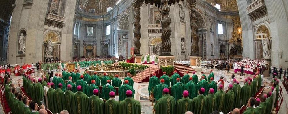 Standing ovation per Papa Francesco Temi scottanti, ancora un anno di studio