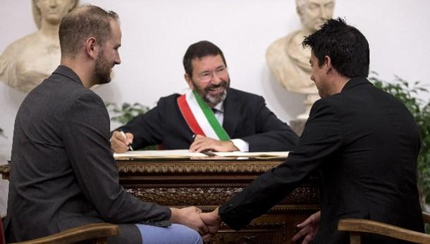 'Marino sui gay? Meglio sindaco mafioso'