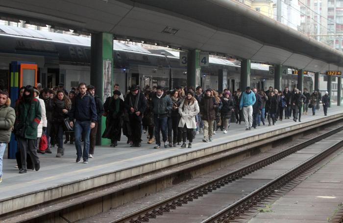 Pendolari in attesa del treno