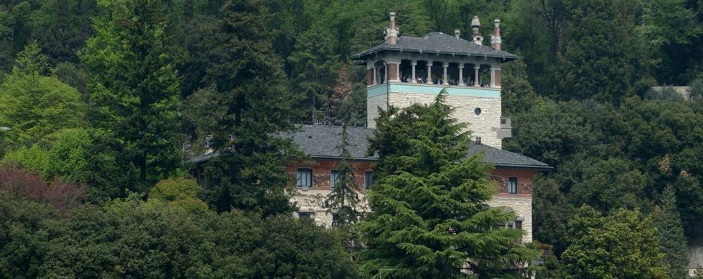 Volete una villa liberty da 10 milioni? Dimora Surre a Sarnico in vendita