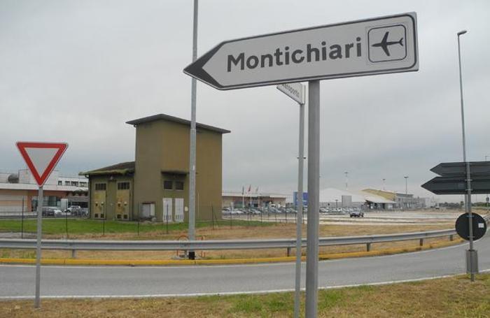 L'entrata dell'aeroporto di Montichiari