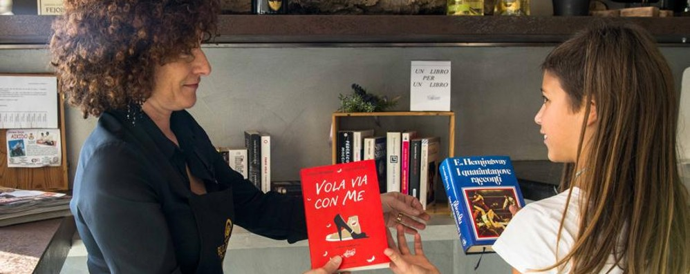 Via le slot, al bar compaiono i libri Più sereno con l'Azzurro di Scanzo