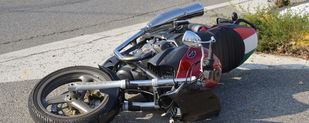 Moto contro auto a Treviglio Mandibola fratturata per un 39enne