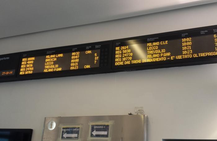 I tabelloni che annunciano ritardi