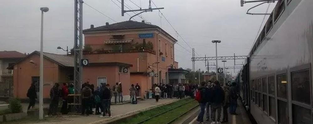 Lunedì nero, linea per Carnate bloccata Pendolari ko. Risolti i problemi in  A4