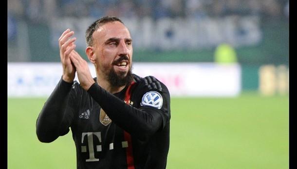 Calcio: invade campo e insulta Ribery
