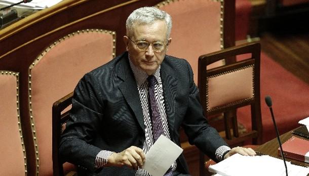 Giulio Tremonti indagato per corruzione