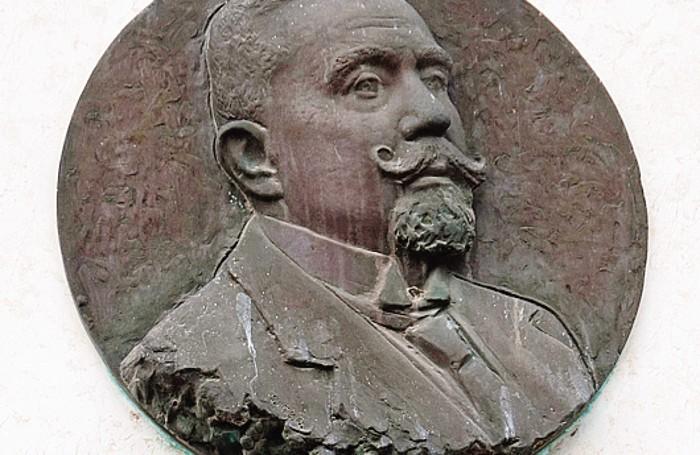 La lapide dedicata a Giovanni Silvestri