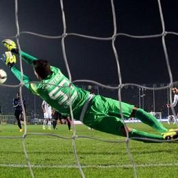 Il portiere dell'Atalanta Marco Sportiello para il rigore a Higuain al 92'