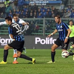 L'attaccante del Napoli Higuain segna il gol dell'1-1 al 41' st