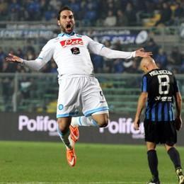 L'attaccante del Napoli Higuain  esulta dopo il gol del pareggio