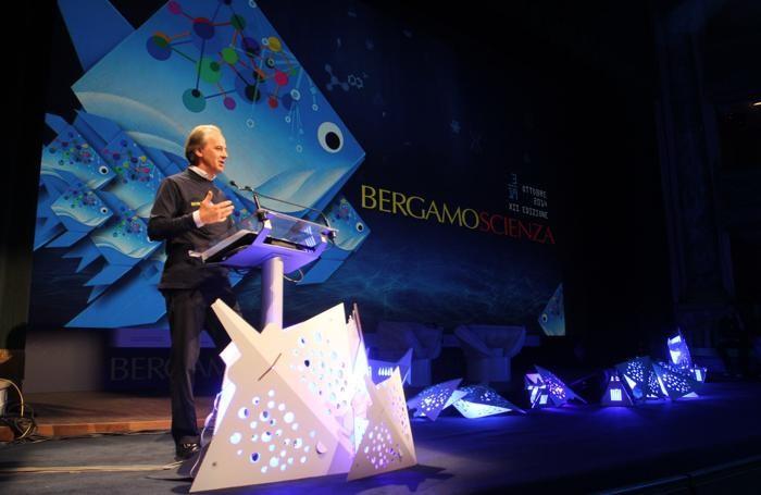 Il presidente di BergamoScienza Mario Salvi all'inaugurazione della 12ª edizione