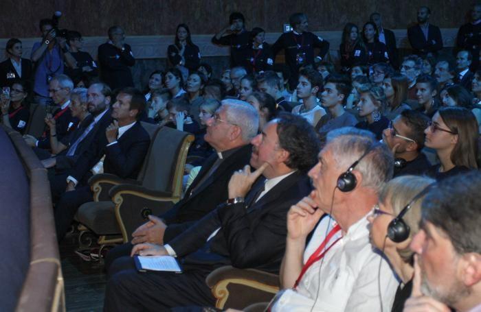 L'inaugurazione della 12ª edizione di BergamoScienza al Teatro Sociale