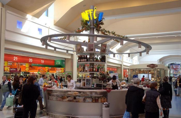Un interno del centro commerciale di Curno