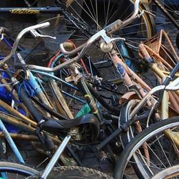 Nel furgone tre biciclette Il furto alla stazione di Ambivere