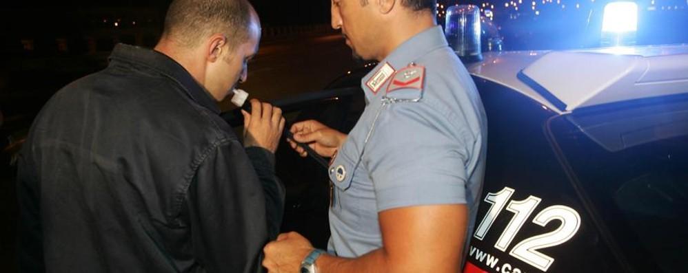 Prima la fuga poi l'aggressione 25enne guida ubriaco: arrestato