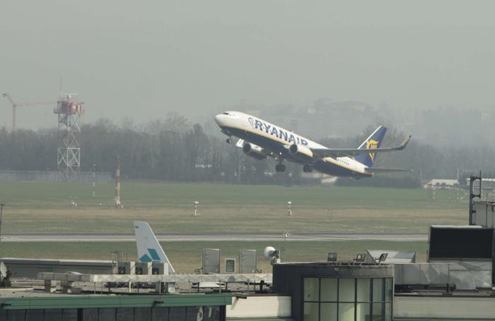 Un aereo Ryanair in decollo da Orio al Serio