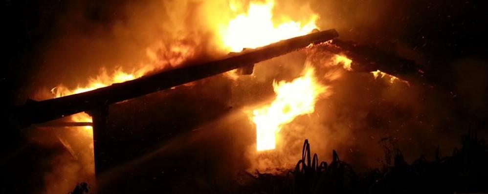 Padellino sul fuoco, incendio a Vall'Alta Il proprietario di casa resta ustionato