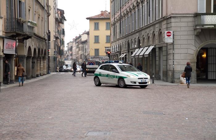 Piazza Pontida: anche qui è stato chiuso per un giorno un locale
