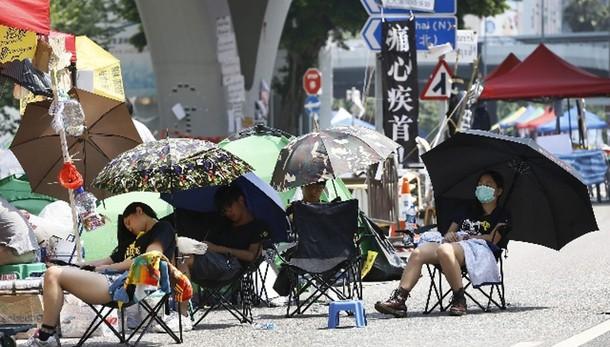 Hong Kong: si tratta, ma presidi restano