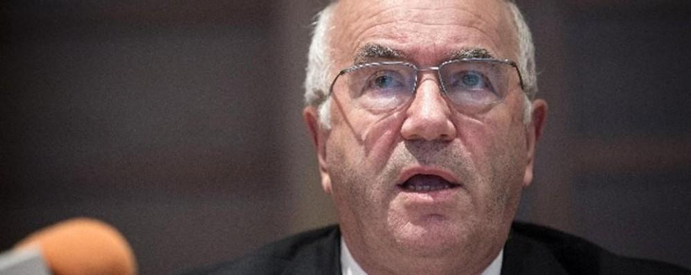 L'Uefa squalifica Carlo Tavecchio 6 mesi per la parola «mangiabanane»