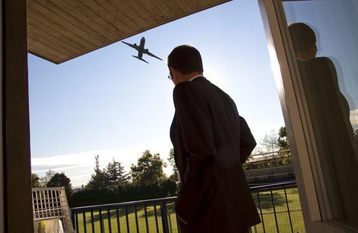 Un aereo in decollo su Colognola