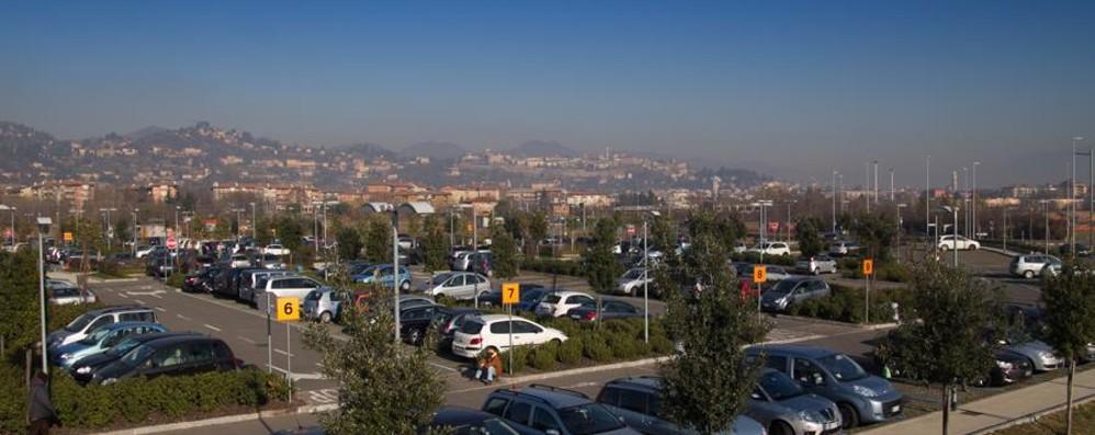 «Il parcheggio dell'ospedale sia gratuito» Una petizione su una pagina Facebook