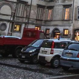 Piazza Mascheroni sarà senza auto  «Da fine mese, un segnale per Città Alta»