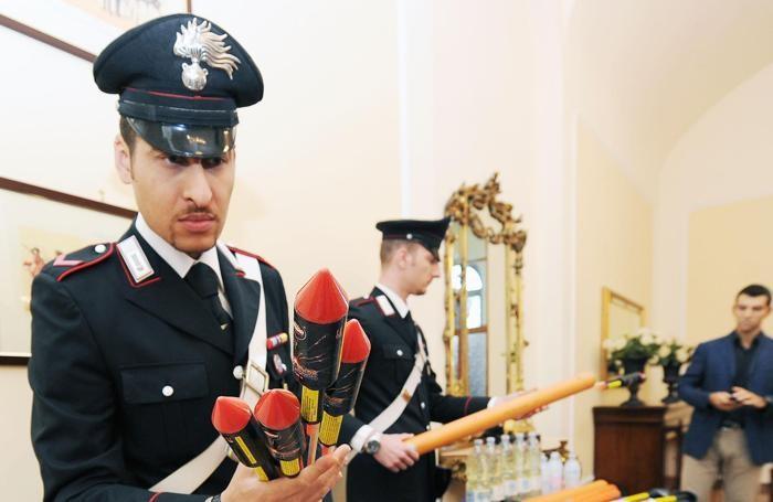 Un momento della conferenza stampa dei Carabinieri sull'arresto di due attivisti No Tav trovati in possesso di materiale esplosivo a Chiomonte nell'agosto 2013