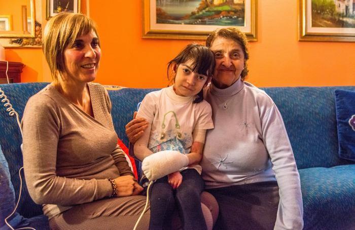 Jessica Pezzotta  con la mamma e la nonna sempre che le fanno compagnia