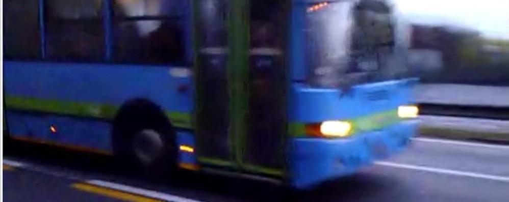 «Ecco il pullman che non si ferma» Trasporti, la protesta monta a Zanica