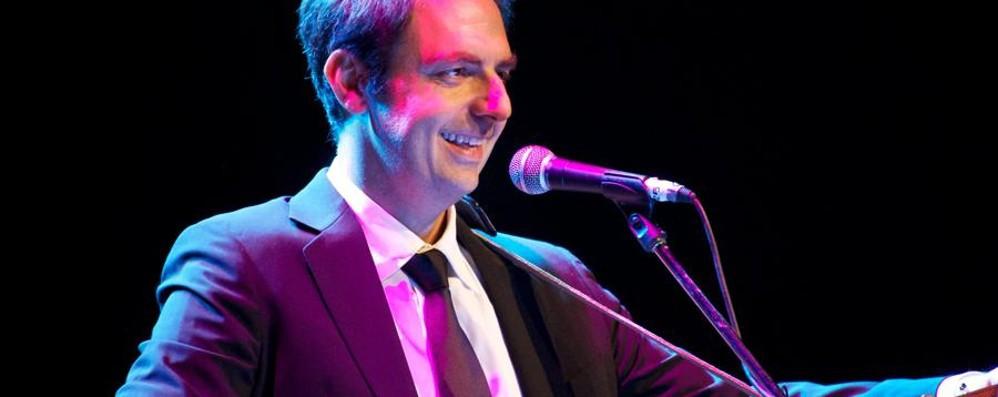 Neri Marcorè canta i Beatles Serata di solidarietà al Creberg Teatro