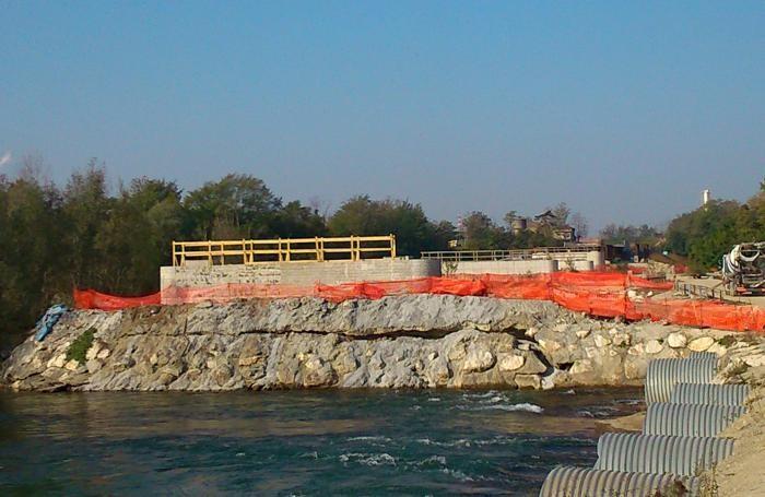 Lavori in ritardo per il ponte  sul fiume Adda