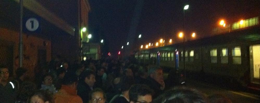 «Due treni strapieni compattati in uno Ritorno da Monza da inferno dantesco»
