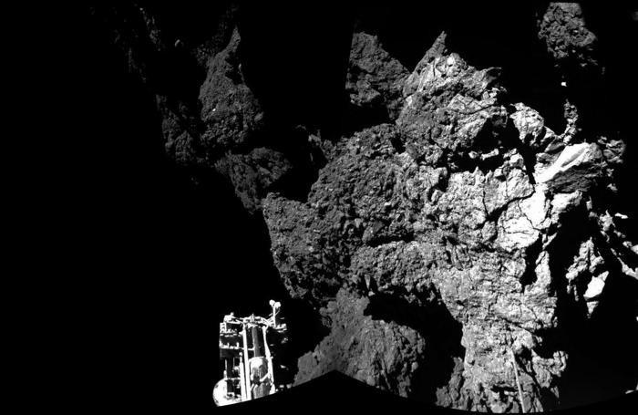La prima immagine della superficie della cometa