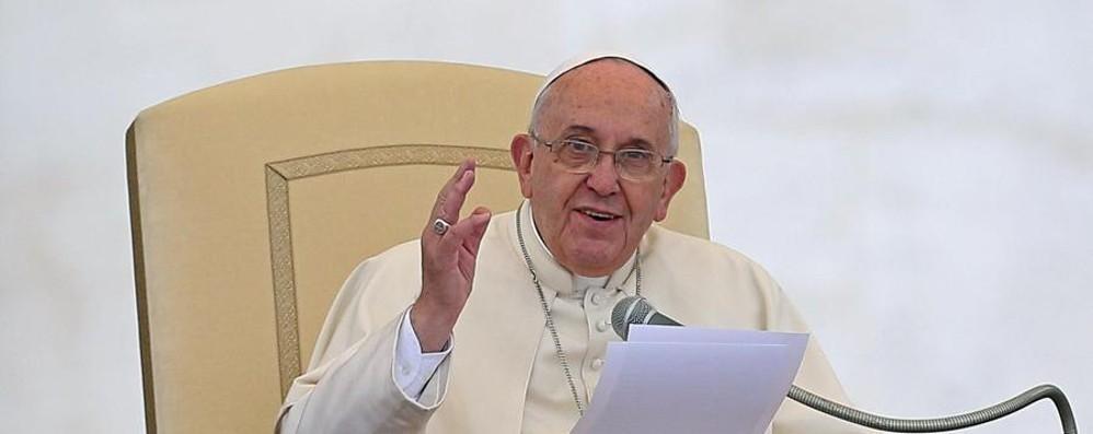 Il Papa: «I bambini hanno diritto ad avere una madre e un padre»
