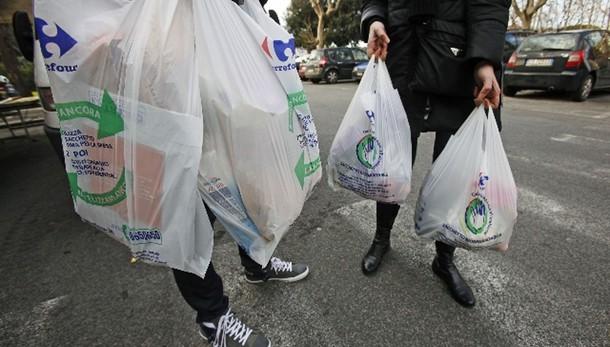 Ue, c'è accordo su norme buste plastica