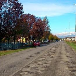 Buche in strada, che danni  A Lurano gli automobilisti protestano
